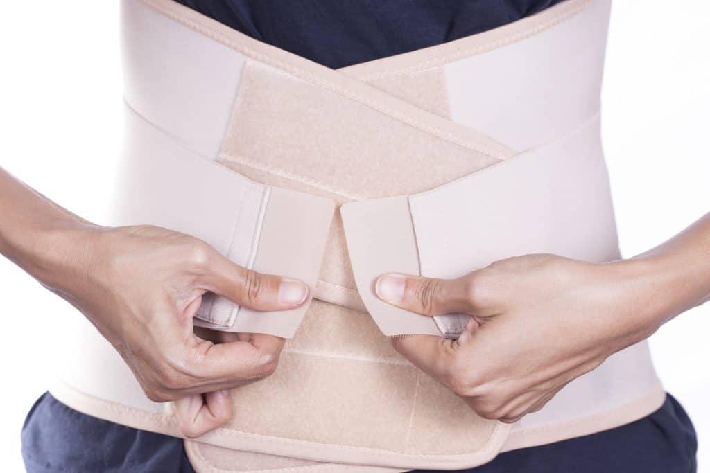 不懂束腹技術,光靠佩戴產後束腹帶就可以達到產後收腹的效果嗎? iStock 684744186
